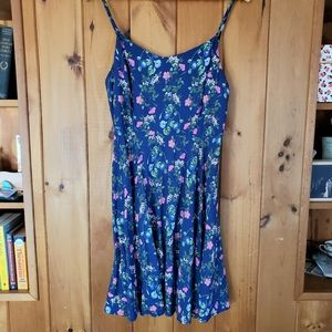 Old Navy blue floral print smocked cami dress